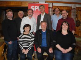Unsere Kandidat*innen für den Kreistag Traunstein, soweit bei der Veranstaltung anwesend, im Gruppenbild mit unserem Landratskandidat