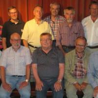 Die auch überregional als äußerst kompetent geltenden Arbeitskreismitglieder bestehend aus fünf SPD-Ortsvereinsvorsitzenden, Selbstständigen, ehemaligen Funktionsträgern, dem ehemaligem Gewerkschaftssekretär Michael Wendl, hinten 3v.rechts, und ihrem Spre