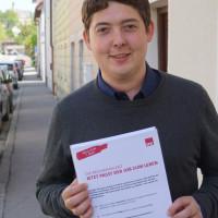 Sepp Parzinger beim Flyerverteilen in Traunstein anlässlich des Tags der Arbeit